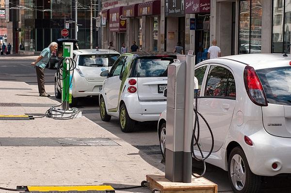 Governments electric vehicle push Proposes setting up charging points every 3 km