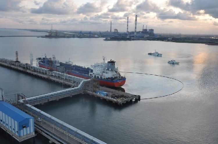Ennore port oil spill Ensure cleanup or face action Coast Guard writes to ship company