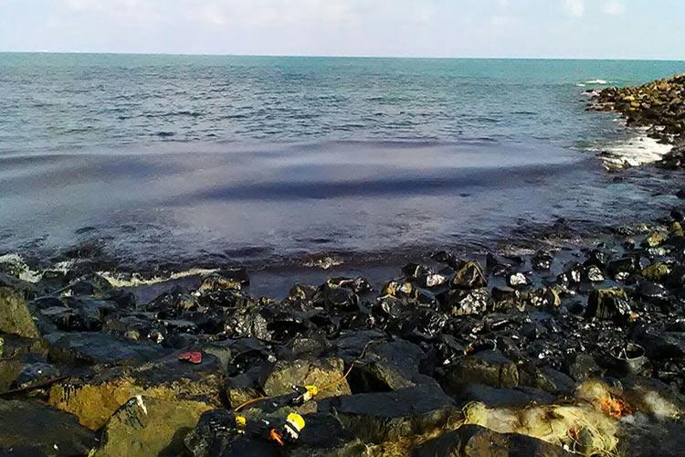 MT Dawn Kancheepuram blames Kamarajar port for oil spill