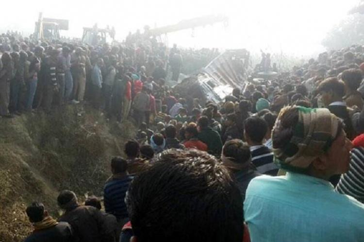 Tragic road accident in UP claims lives of at least 25 school children