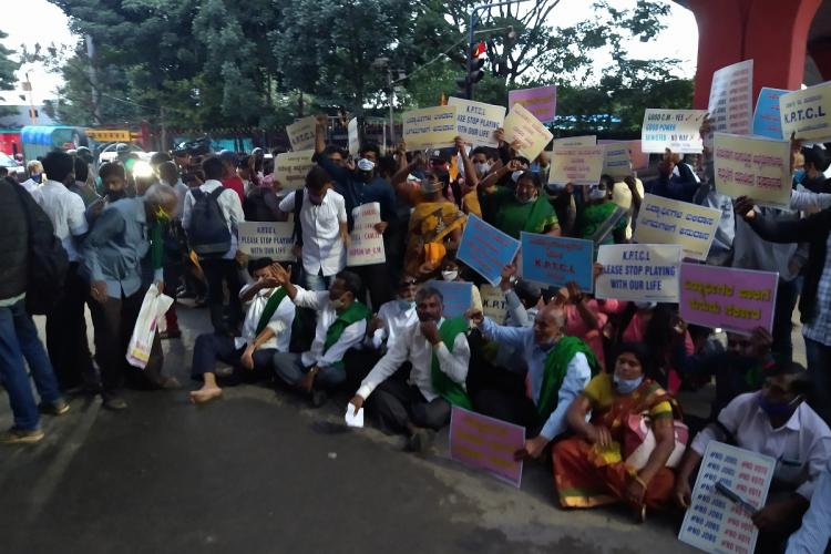 Farmers hold placards and protest at Bengalurus Maurya circle