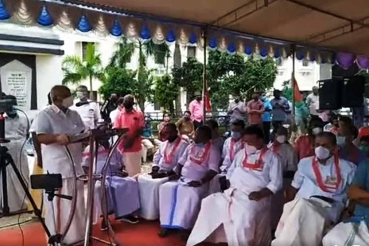 Farmers in front of Thiruvananthapuram martyrs column protesting