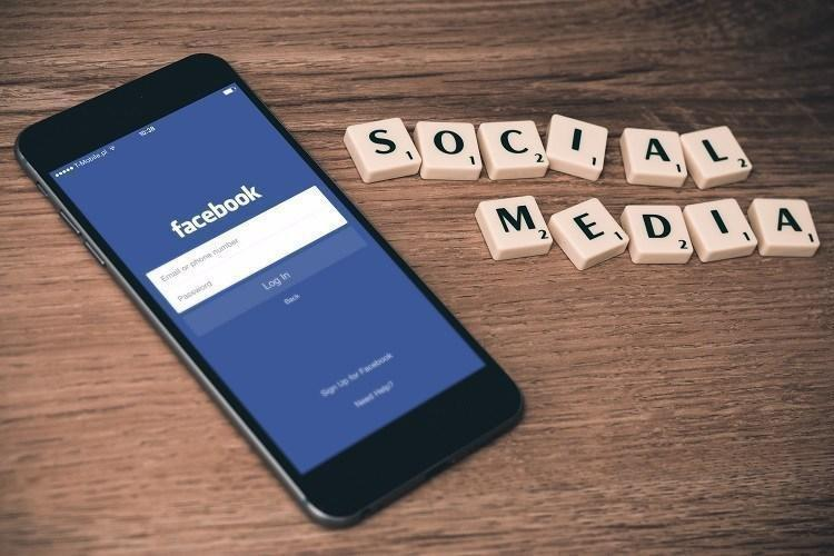 Facebook blames server configuration change for outage