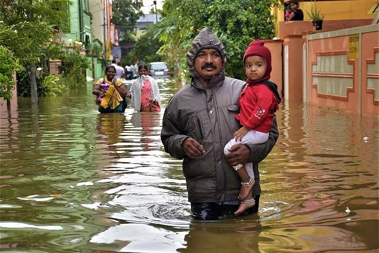 Rain throws life out of gear in Hyd Low-lying areas get flooded lakes spew toxic foam
