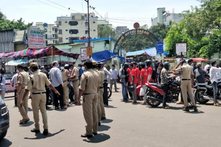 Food Delivery executives stopped in Hyderabad during lockdown