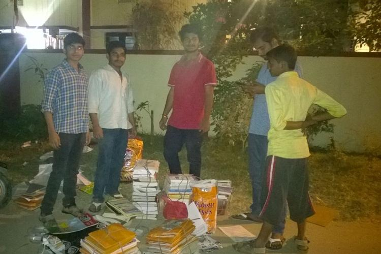Hyderabad winter Students distribute blankets to poor by selling old newspapers