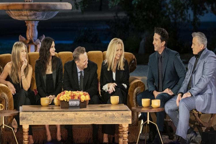 Jennifer Aniston Courteney Cox Lisa Kudrow Matt LeBlanc Matthew Perry and David Schwimmer are seen in the image