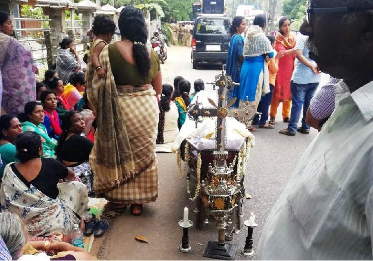As Kerala church factions get into ugly spat 95-yr-olds funeral left in limbo