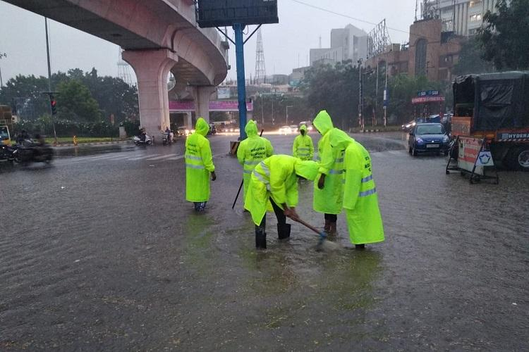 As rains lash Hyderabad commuters face waterlogging and massive traffic jams