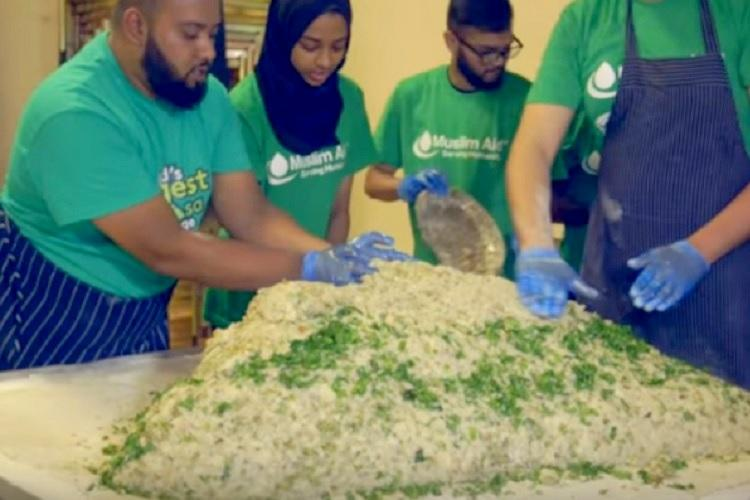 100 kg potatoes 400 lts oil and more Video of how the worlds largest samosa was made