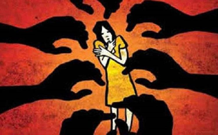 Minor girl murdered after alleged gang rape in Bijapur angry locals thrash suspects