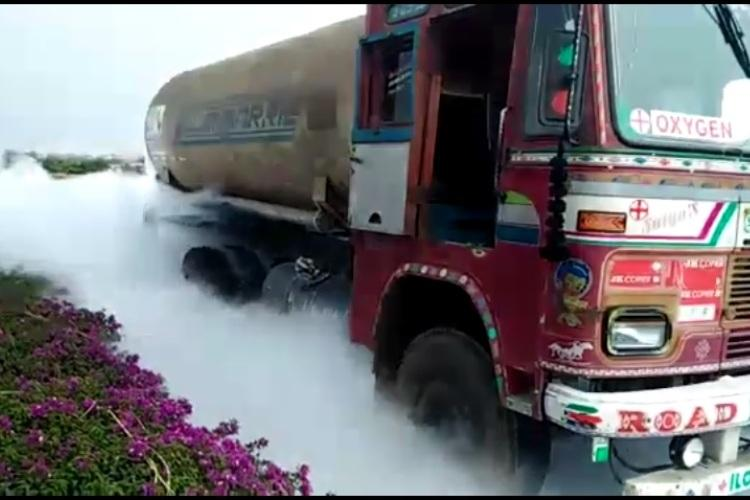 Liquid oxygen leaks onto highway in Andhra as speeding truck hits stationary tanker
