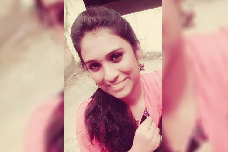 19-yr-old Kerala woman dies in freak bus mishap as her bags strap gets stuck in door
