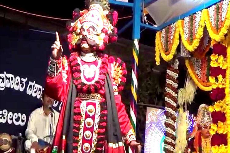 Veteran Yakshagana artist Gerukatte Gangaiah Shetty dies while performing on stage