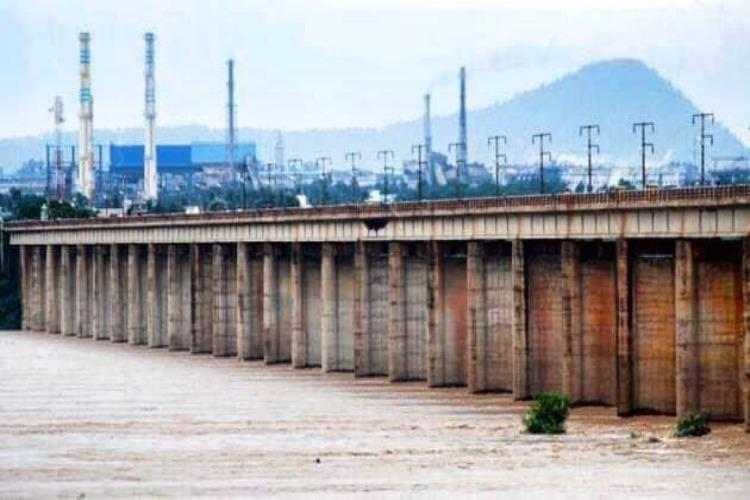 Relief for flood-prone villages Godavari water level in Telanganas Bhadrachalam drops