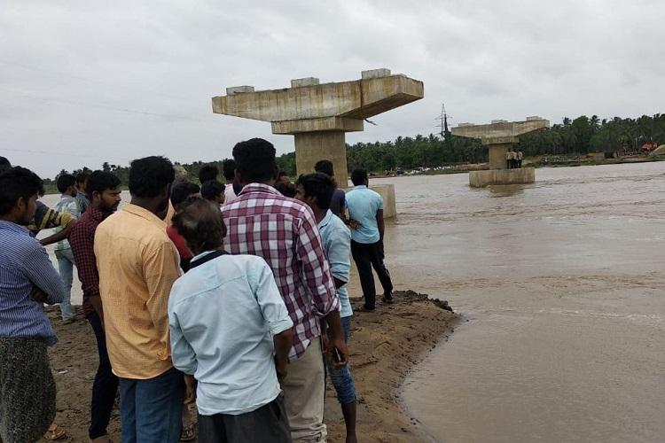 Boat capsized at East Godavari hitting pillar of an under-construction bridge