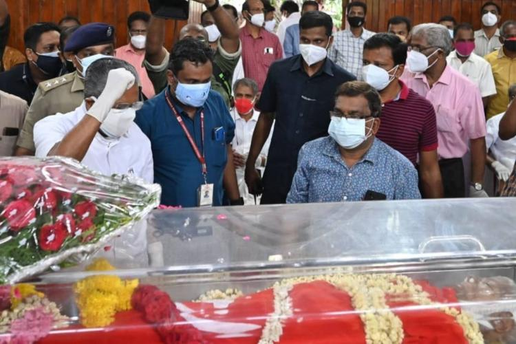 Pinarayi Vijayan paying homage to Gouri Amma