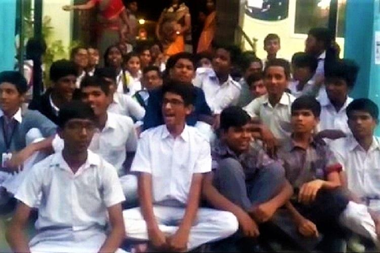 Telangana: Sleep-deprived students protest in front of school
