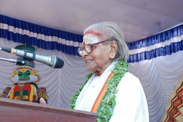 Veteran Kathakali exponent Chemancheri Kunhiraman Nair speaking at a public event