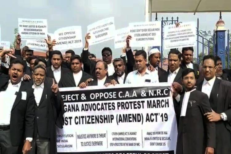 Outside Telangana HC rival lawyer groups stage pro and anti-CAA demonstrations