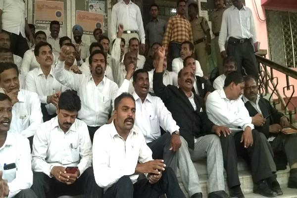 Division of judges between Andhra and Telangana becomes next battle