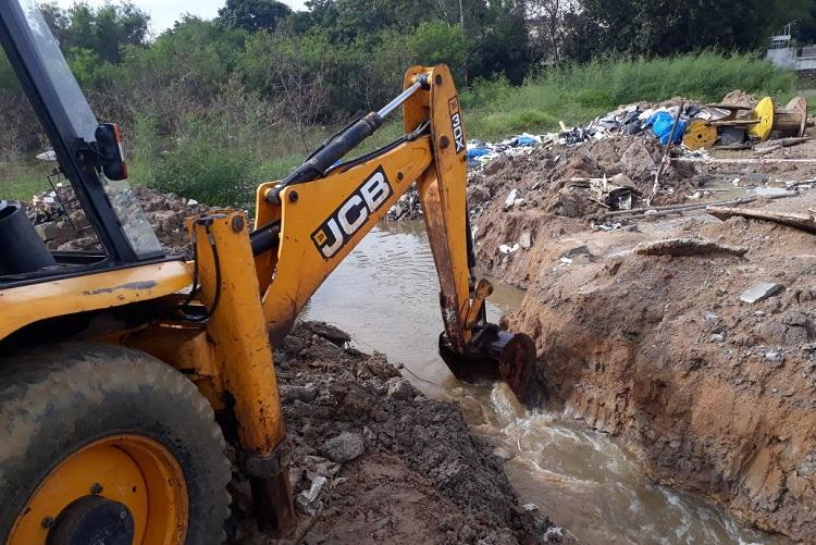 Hyderabad residents file police complaint against construction company for flooding UoH road