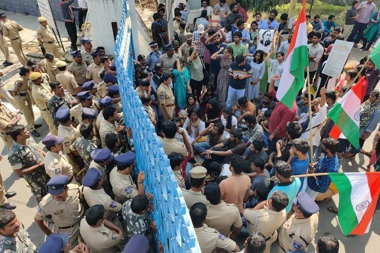Mild tension at Uni of Hyderabad as cops foil student Save the Constitution rally