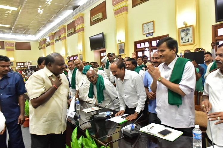 No sign of Karnataka Chief Minister waiving farmer loans