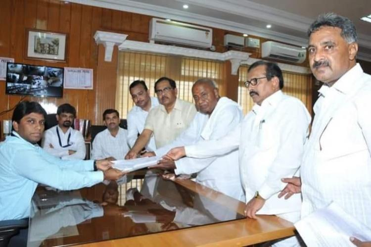 Deve Gowda files nomination from Tumakuru so does sitting Congress MP turned rebel