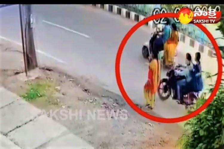 Watch Chain snatchers caught on camera in Warangal cops arrest two