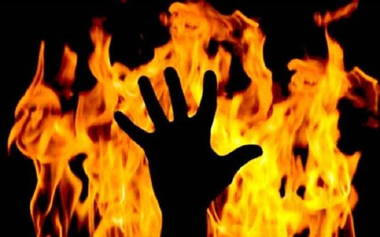 Three days after he set teacher ablaze in front of students Ktaka man found dead