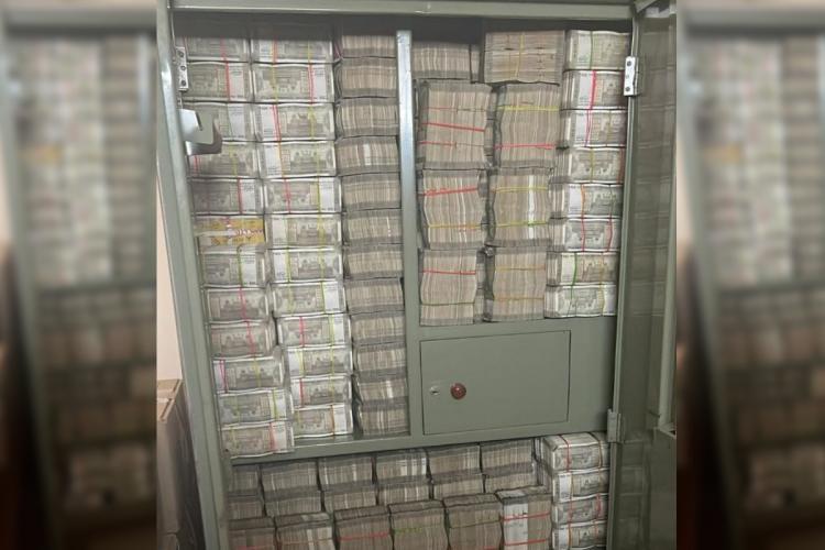 Cash seized from Hetero Pharma group during IT Raids