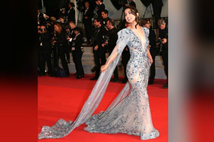 Hina Khan makes sparkling debut at Cannes Film Festival