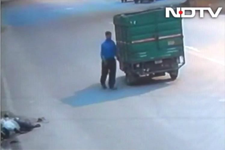 Delhi accident victim bleeds to death as passersby ignore him steal his phone
