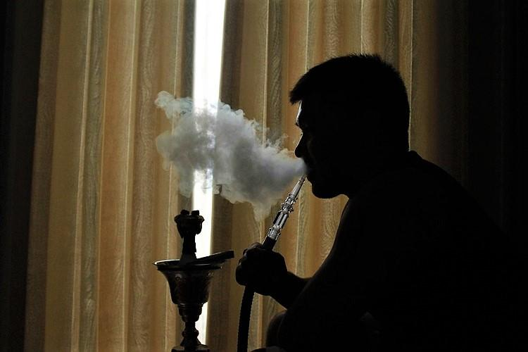 Hookah parlour raided in Hyderabad police take 3 into custody