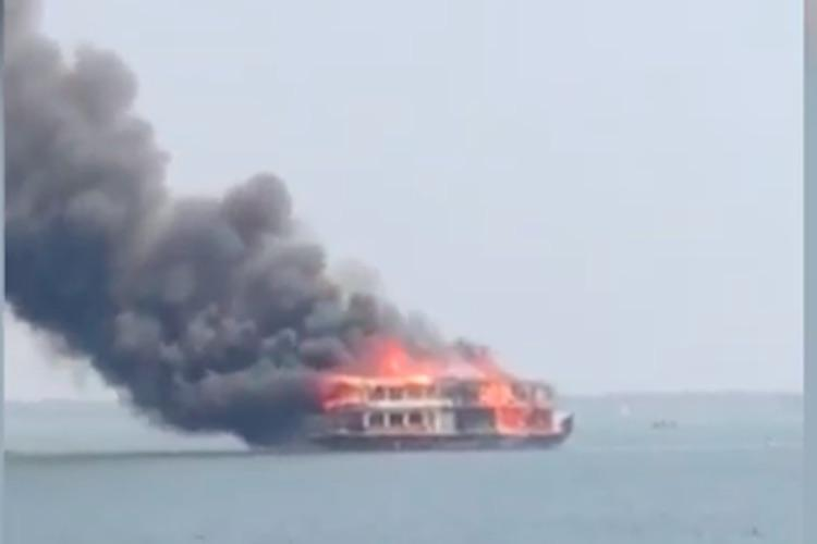 Houseboat catches fire in Keralas Alappuzha all 16 on board escape