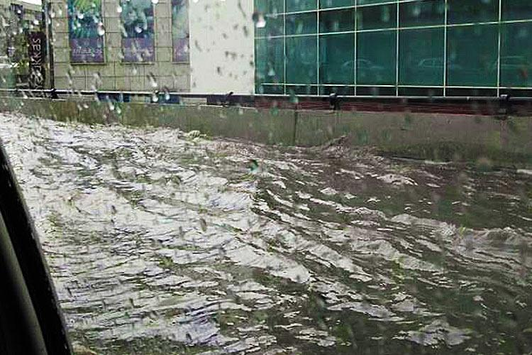 Have you ever seen a flooded flyover Hyd motorists were on it and it wasnt fun