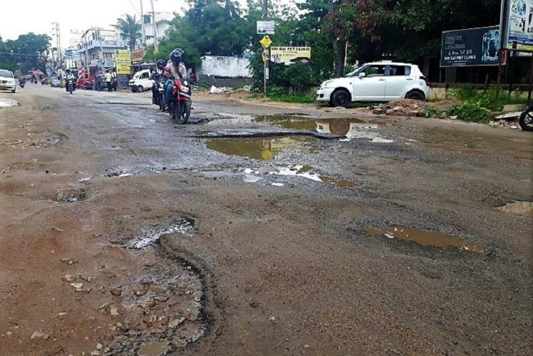 Hyderabad roads GHMC holds review meeting 10-day deadline to fill 2000 potholes in city