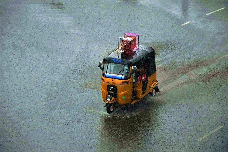 As rain lashes Hyderabad roads get inundated and traffic comes to standstill