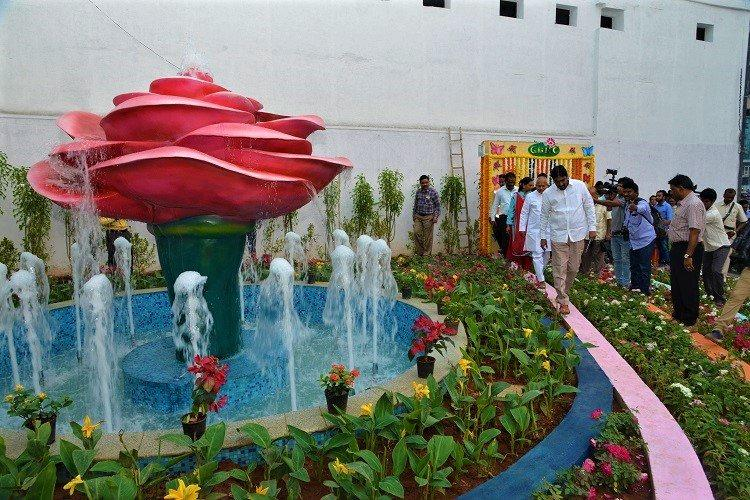 The Greater Hyderabad Municipal Corporation (GHMC) On Saturday Threw Open A  U0027Rose Gardenu0027 At Lakdikapul Junction, Opposite Dwaraka Hotel, After  Converting ...