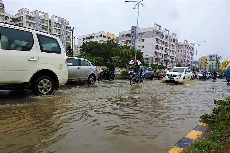 Heavy rains lash Hyderabad city sees waterlogging and traffic jams