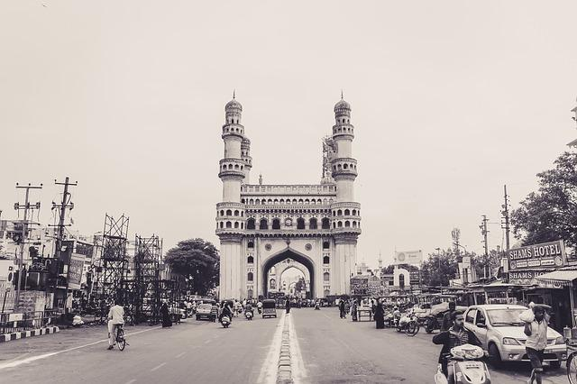 Despite ban construction allegedly goes on within 200 mts of Charminar