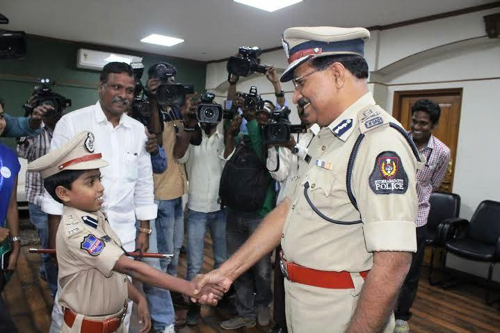 Hyderabad top-cops moving gesture makes ailing 8-yr old Commissioner for a day