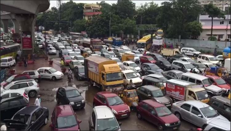 360 degree video of massive traffic jam at Uppal Junction following heavy rains in Hyderabad