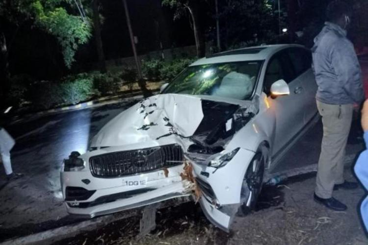 Volvo car crashed into tree due to drunk driving and overspeeding