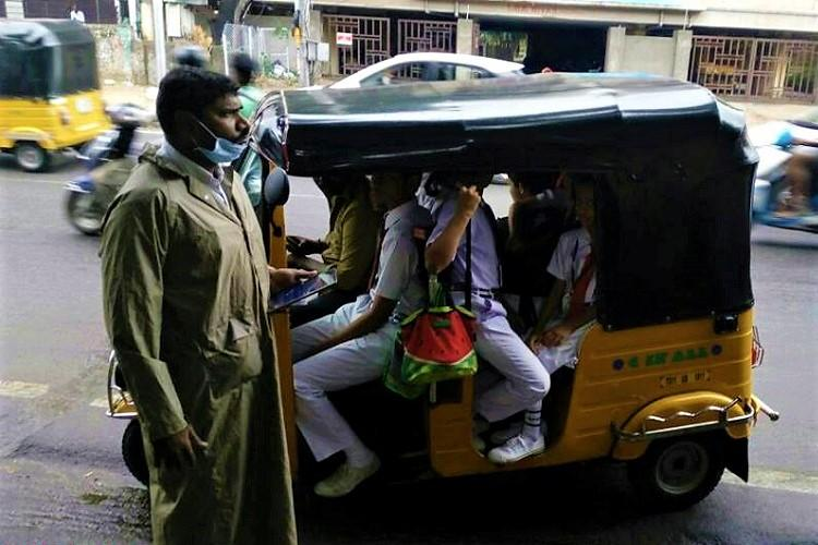33 auto drivers ferrying school children without license booked by Hyd police