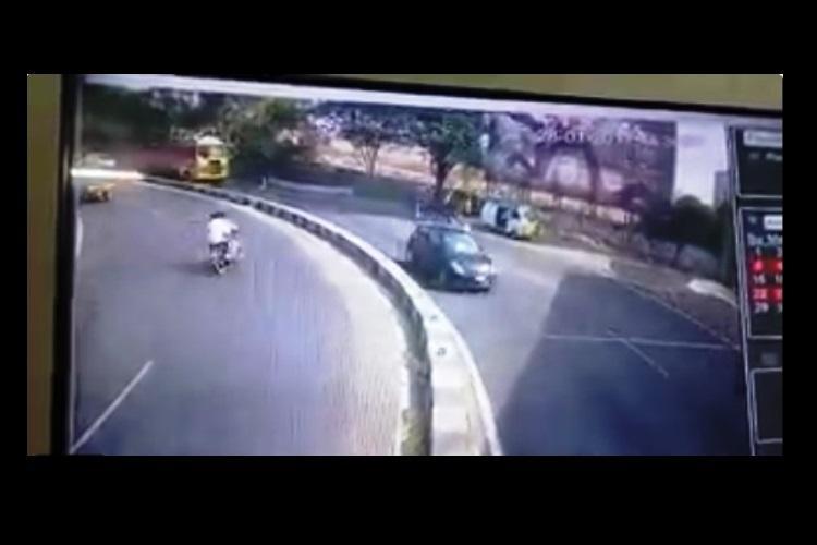 Video Two die after a rash bike ride lands three under a truck in Hyderabad