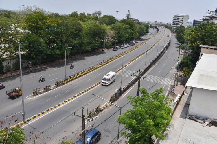 Telugu Talli flyover wears a deserted look during COVID-induced lockdown in Hyderabad