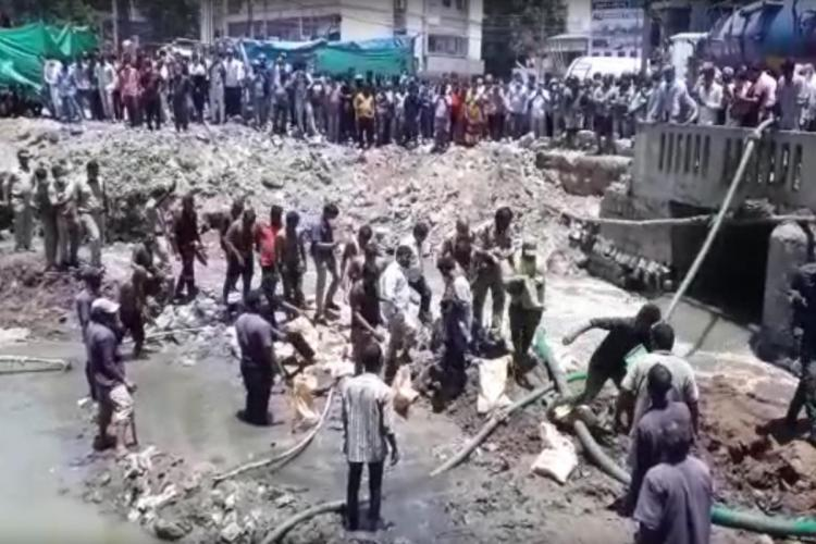 Police carrying the body of Sai from the drainage