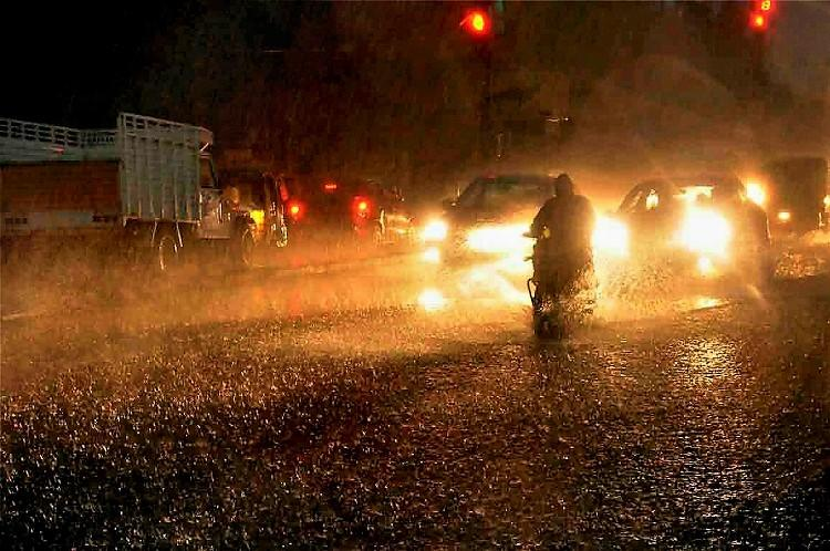 Heavy Rains lash out Hyderabad